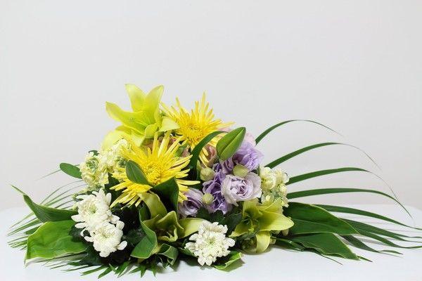 葬式でお供えする花である「供花」のマナーや相場とは?各宗教の葬式にふさわしい花も紹介します