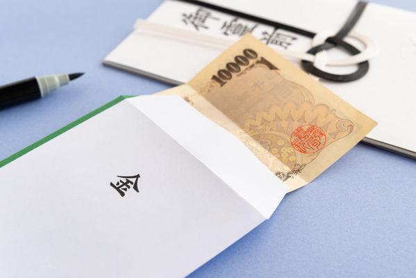 香典の正しい包み方とは?お札の入れ方や金額の決め方を解説