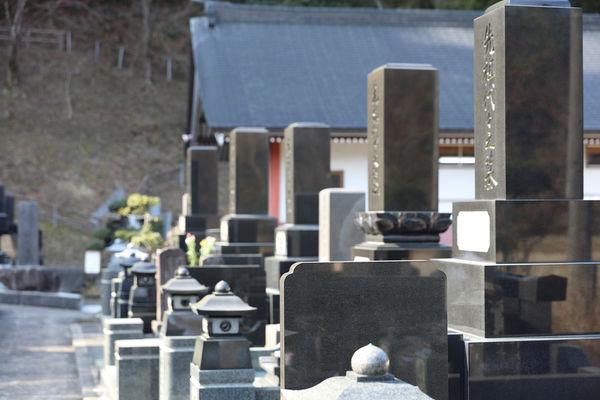 墓誌とは?意味や費用を詳しく解説