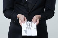 香典を連名にする場合のマナーとは?夫婦や会社から送る場合などをご紹介します