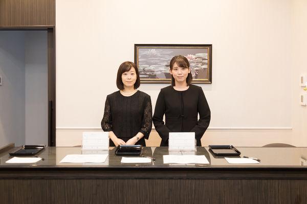 葬儀の受付をする際のマナーとは?挨拶や会計についても解説