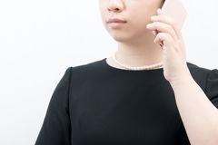 家族葬の場合、会社への連絡内容とは?職場側の対応や例文も紹介します