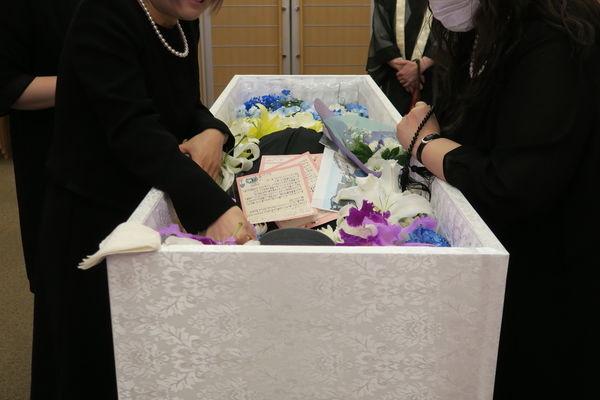 副葬品とは?葬儀の際に棺に入れて良いものといけないものを紹介します