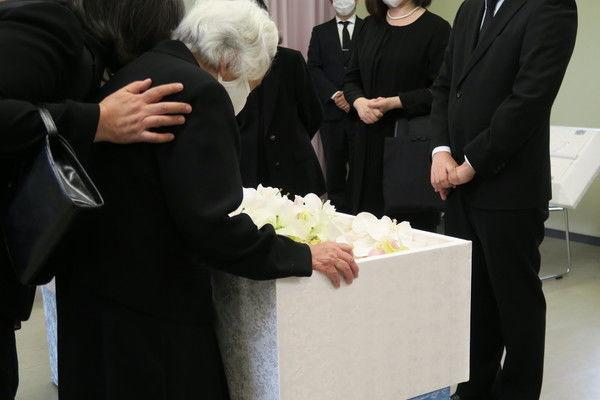 コロナ禍での葬儀はマスクを付けるべき?通常時の場合も紹介します