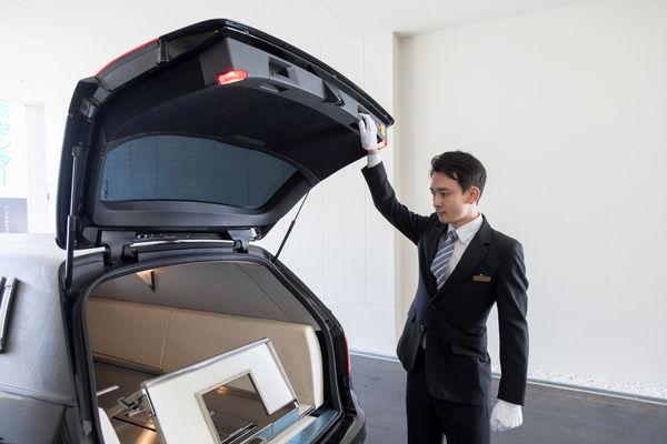 霊柩車とは?寝台車との違いや、霊柩車の手配の方法も紹介します