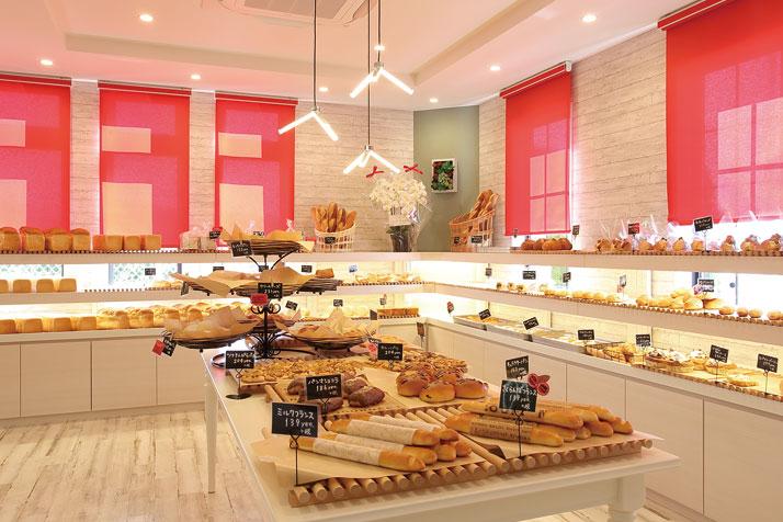 果物王国・山形の新しい魅力を伝えるスイーツと焼きたてパンのお店