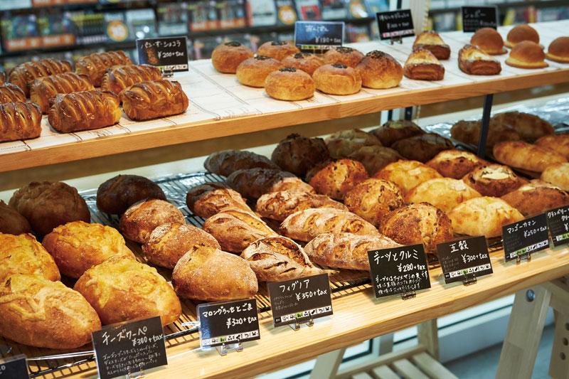 人や生活を繋ぐパン屋さん カフェスペースも広々