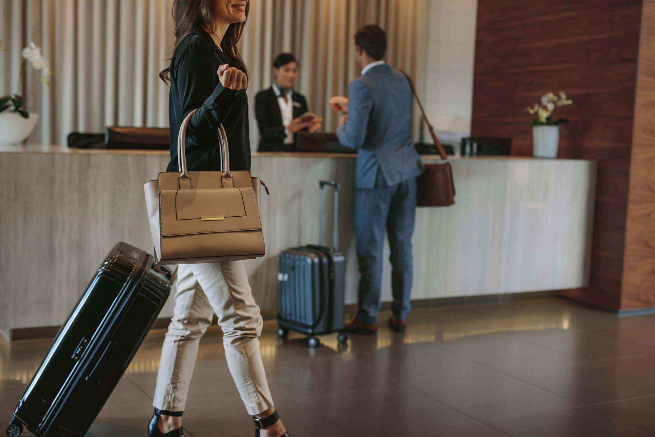 【大阪勤務】インドネシア進出を目指す大阪のホテルがフロントスタッフ / インドネシアでの幹部候補募集!