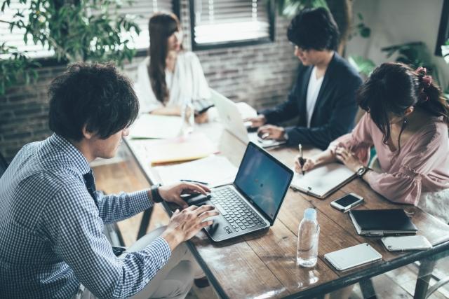 【大阪で働く!】自社サービスのITスペシャリスト募集!( バックエンドエンジニア/フロントエンジニア )