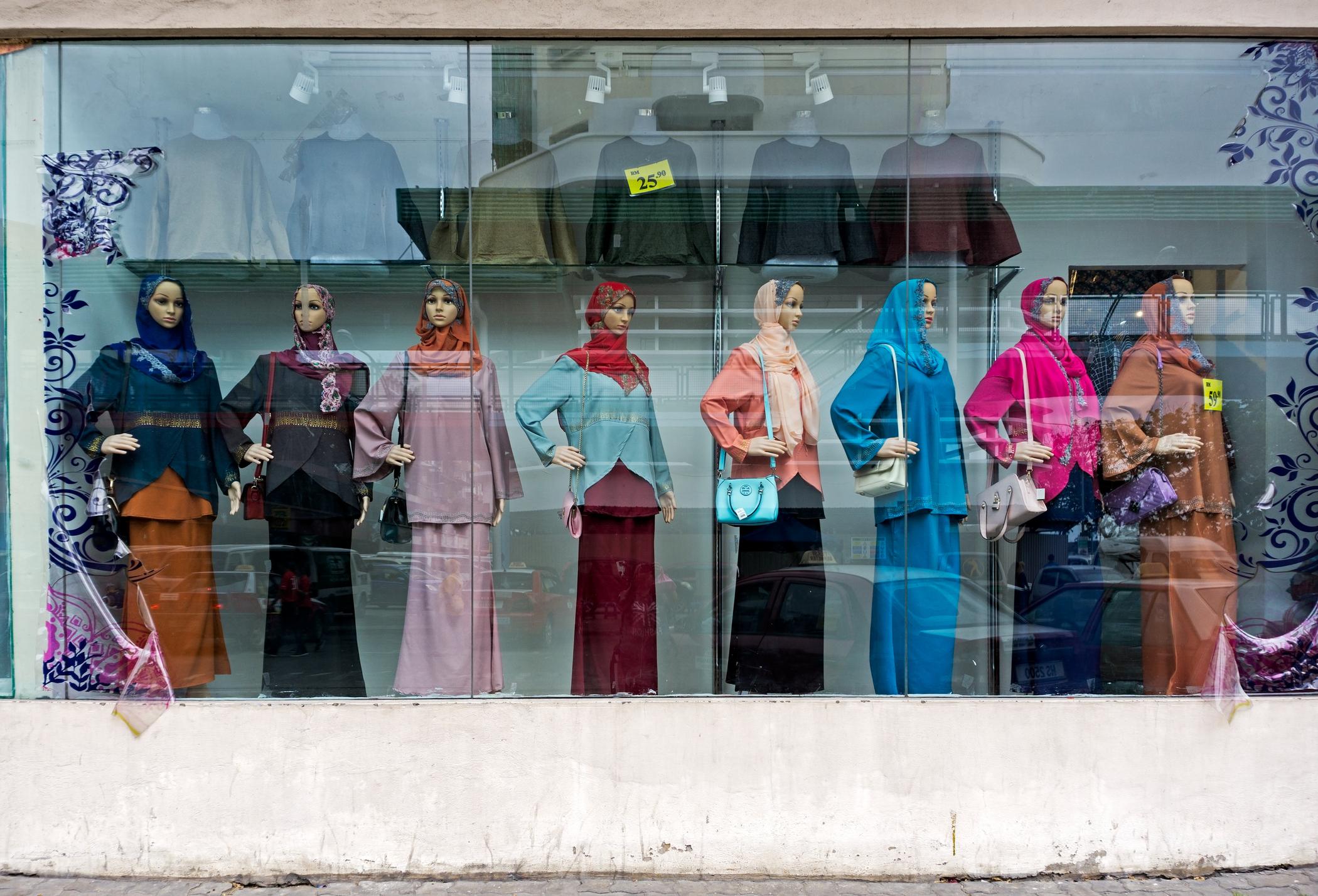 【店舗マネージャー職*中国語必須】日本のおしゃれな古着をマレーシアから発信!日本のリユースされた洋服を販売から店舗開発まで行います!