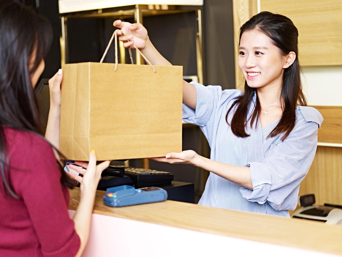 【急募・静岡勤務】ビザサポートあり!免税店やブランドショップでのインバウンド対応接客スタッフ
