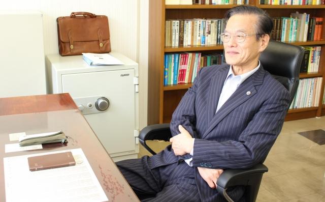 中島弁護士