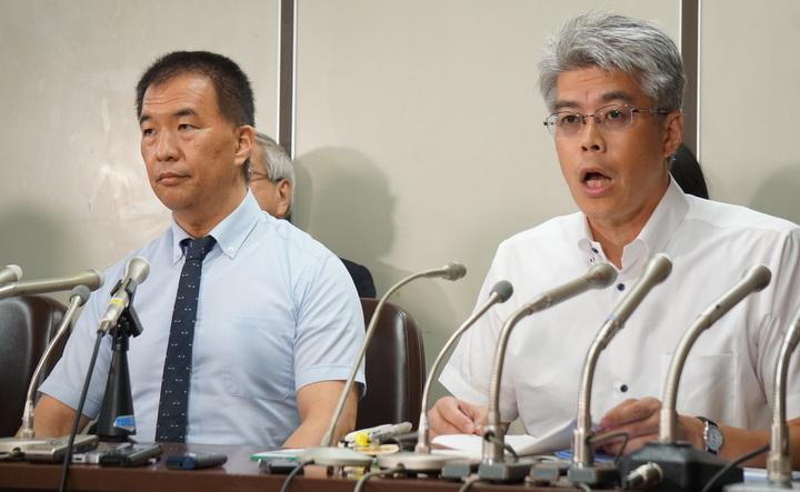 岡口裁判官(左)と野間啓弁護士