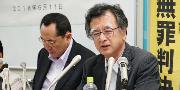 村崎弁護士(右)