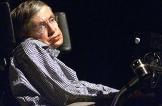 "(FILES) This file picture taken on August 18, 2002 shows Stephen Hawking, the world-renowned physicist, delivering his lecture in Beijing.  Millions of Chinese mourned Stephen Hawking on March 14, 2018, bidding farewell to a ""giant star"" admired in China for stoically rising above physical disability and for reaching out to Chinese fans on social media. / AFP PHOTO / -"