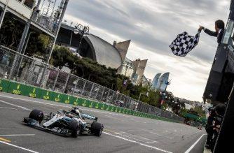 Mercedes' British driver Lewis Hamilton wins the Formula One Azerbaijan Grand Prix at the Baku City Circuit in Baku on April 29, 2018. / AFP PHOTO / POOL / SRDJAN SUKI