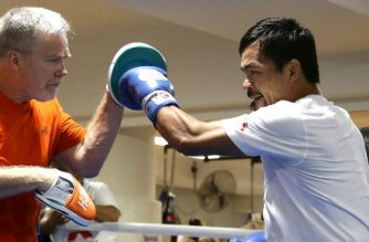 Philippine boxer Manny Pacquiao (R) spars with his trainer Freddie Roach during a training session in Brisbane on June 27, 2017 in preparation for his upcoming WBO Welterweight title defence against Australian challenger Jeff Horn. The title bout between Pacquiao and Horn is scheduled to be held on July 2.  / AFP PHOTO / Tertius PICKARD / -- IMAGE RESTRICTED TO EDITORIAL USE - STRICTLY NO COMMERCIAL USE --
