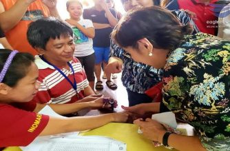 News in Photos: Gov't officials cast their votes for Barangay polls