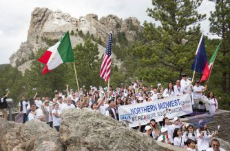 Young and old, Iglesia Ni Cristo (Church Of Christ) members in South Dakota excitedly join the INC Worldwide Walk To Fight Poverty at the foot of the iconic Mt. Rushmore.  (Eagle News Service)