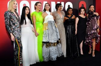 Australian actress Cate Blanchett (L), rapper/actress Awkwafina (2nd from L), actress Sarah Paulson (3rd from L), actress Anne Hathaway (4th from L), actress Sandra Bullock (4th from R), actress Mindy Kaling (3rd from R), British actress Helena Bonham Carter (2nd from R) and singer/actress Rihanna (R) attend the World Premiere of OCEAN'S 8 June 5, 2018 in New York.                              OCEAN'S 8 will be released nationwide on June 8, 2018.  / AFP PHOTO / Angela WEISS