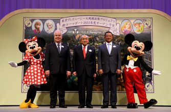 "Toshio Kagami (C), chairman and CEO of Oriental Land, which operates Tokyo DisneySea theme park, Oriental Land president and COO Kyoichiro Uenishi (2nd R), Walt Disney Imagineering president Bob Weis (2nd L) poses with Mickey (R) and Minnie (L) mouse during a press conference in Urayasu on June 14, 2018. The Tokyo DisneySea theme park is getting a 2.3 billion USD overhaul and adding a section based on the wildly popular movie ""Frozen"" to its offerings, its operator said on June 14. / AFP PHOTO / Toshifumi KITAMURA"