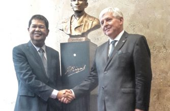 """After 131 years, Rizal """"returns"""" to Prague with official unveiling of bust sculpture"""