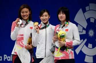 (L-R) Silver medallist China's Liu Xiang, gold medallist Japan's Rikako Ikee and bronze medallist China's Wu Qingfeng celebrate during the victory ceremony for the women's 50m freestyle swimming event during the 2018 Asian Games in Jakarta on August 24, 2018. / AFP PHOTO / Martin BUREAU
