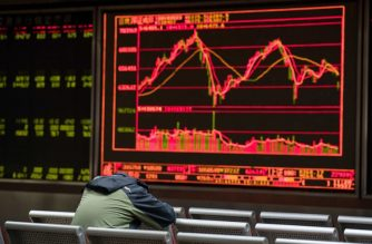 Asian markets plunged on March 23 following a sell-off in New York as Donald Trump sparked fresh trade war fears by imposing huge tariffs on Chinese imports and Beijing unveiled its own measures against US goods. / AFP PHOTO / Nicolas ASFOURI