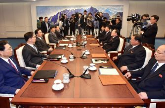 South Korean Unification Minister Cho Myoung-gyon (3rd L) talks with his North Korean counterpart Ri Son Gwon (3rd R) during their meeting at the southern side of the border truce village of Panmunjom in the Demilitarized Zone (DMZ) dividing the two Koreas on October 15, 2018. - The two Koreas opened high-level talks on October 15, to discuss ways to carry out the Pyongyang Joint Declaration of September 2018. (Photo by - / various sources / AFP) / South Korea OUT