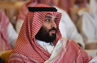 Saudi Crown Prince Mohammed bin Salman attends the Future Investment Initiative (FII) conference in the Saudi capital Riyadh on October 23, 2018. - Saudi Arabia is hosting the key investment summit overshadowed by the killing of critic Jamal Khashoggi that has prompted a wave of policymakers and corporate giants to withdraw. (Photo by FAYEZ NURELDINE / AFP)