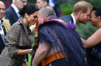 """Britain's Prince Harry (2nd R) and his wife Meghan (L), the Duchess of Sussex, receive a """"hongi"""", or traditional Maori greeting from elders during an official welcoming ceremony at Government House in Wellington on October 28, 2018. (Photo by Marty MELVILLE / AFP)"""