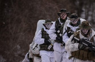 (FILES) In this file photo taken on January 28, 2016 South Korean and US soldiers walk in the snow during a joint annual winter exercise in Pyeongchang, some 180 kilometers east of Seoul. - The United States and South Korea have scaled down a joint military exercise scheduled for the spring of 2019 to facilitate nuclear talks with North Korea, US Defense Secretary Jim Mattis said on November 21, 2018. (Photo by Ed JONES / AFP)