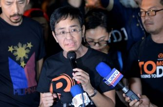 (File photo) Maria Ressa (C), the CEO and editor of online portal Rappler, speaks during a protest on press freedom along with fellow journalists in Manila on January 19, 2018. - Philippine journalists took to the streets on January 19 in support of a news website facing state-enforced closure, accusing President Rodrigo Duterte of trampling on press freedom. (Photo by TED ALJIBE / AFP)