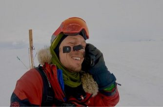 """In this photo released by Colin O'Brady on December 26, 2018, shows adventuer Colin O'Brady calling his wife after reaching his goal of crossing Antarctica, on the Ross Ice Shelf. - An American adventurer has become the first person to complete a solo trek across Antarctica without assistance of any kind. Colin O'Brady, 33, took 54 days to complete the nearly 1,000-mile (1,600-kilometer) crossing of the frozen continent from coast to coast. He arrived at the finish point on the Ross Ice Shelf on the Pacific Ocean on December 26, 2018 after covering a total of 921 miles. (Photo by Colin O'Brady / AFP) / RESTRICTED TO EDITORIAL USE - MANDATORY CREDIT """"AFP PHOTO / Colin O'Brady"""" - NO MARKETING NO ADVERTISING CAMPAIGNS - DISTRIBUTED AS A SERVICE TO CLIENTS"""