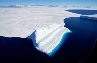 """(FILES) This file NASA image released on December 20, 2017 and acquired on November 29, 2017 by Operation IceBridge during a flight to Victoria Land, shows an iceberg floating in Antarctica's McMurdo Sound. - Global warming is melting ice in Antarctica faster than ever before -- about six times more per year now than 40 years ago -- leading to increasingly high sea levels worldwide, scientists warned on January 14, 2019. Already, Antarctic melting has raised global sea levels more than half an inch (1.4 centimeters) between 1979 and 2017, said the report in the Proceedings of the National Academy of Sciences (PNAS), a peer-reviewed US journal. (Photo by Chris LARSEN / NASA / AFP) / RESTRICTED TO EDITORIAL USE - MANDATORY CREDIT """"AFP PHOTO / NASA/CHRIS LARSEN/HANDOUT"""" - NO MARKETING NO ADVERTISING CAMPAIGNS - DISTRIBUTED AS A SERVICE TO CLIENTS"""
