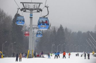 (FILES) In this file photo taken on February 10, 2018 people ski at the Banderishka polyana ski resort, near Bansko, south-western Bulgaria. - On January 16, 2019 the Bulgarian Supreme Court blocked the controversial expansion of the Bansko ski resort in favour of environmental activists who denounced the damaging of the surrounding national park. (Photo by NIKOLAY DOYCHINOV / AFP)