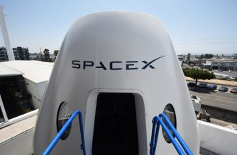 A mock up of the Crew Dragon spacecraft is displayed during a media tour of SpaceX headquarters and rocket factory on August 13, 2018 in Hawthorne, California. - SpaceX plans to use the spaceship Crew Dragon, a passenger version of the robotic Dragon cargo ship, to carry NASA astronauts to the International Space Station in 2019. (Photo by Robyn Beck / AFP)