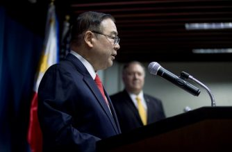 Philippines Foreign Secretary Teodoro Locsin Jr (L) speaks beside US Secretary of State Mike Pompeo at a news conference at the Philippines Department of Foreign Affairs Home Office in Manila on March 1, 2019. (Photo by Andrew Harnik / POOL / AFP)