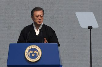 South Korea's President Moon Jae-in delivers a speech during a ceremony commemorating the 100th anniversary of the March First Independence Movement against Japanese colonial rule, in Seoul on March 1, 2019. - South Koreans commemorate the public holiday of remembrance to mark the 1919 civilian uprising against Japanese colonial rule from 1910-1945. (Photo by Jung Yeon-je / AFP)