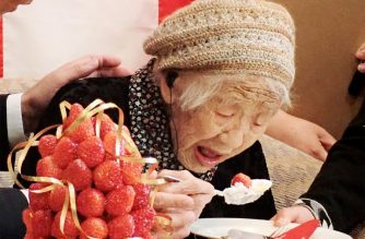 Kane Tanaka, a 116-year-old Japanese woman, celebrates with the official recognition of Guinness World Records' world's oldest verified living person in Fukuoka on March 9, 2019. (Photo by JIJI PRESS / JIJI PRESS / AFP) / Japan OUT