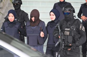 Vietnamese national Doan Thi Huong is escorted by Malaysian police after a hearing at the Shah Alam High Court, outside Kuala Lumpur on March 11, 2019 during trial for her alleged role in the assassination of Kim Jong Nam, the half-brother of North Korean leader Kim Jong Un. - An Indonesian woman accused of assassinating the North Korean leader's half-brother was to be freed March 11 after a prosecutor withdrew a murder charge against her, a judge said. (Photo by MOHD RASFAN / AFP)