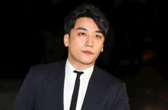 This picture taken on February 27, 2019 shows Seungri, a member of popular K-pop boy group Big Bang, arriving for questioning over criminal allegations at the Seoul Metropolitan Police Agency in Seoul. - South Korean pop star Seungri on March 11 announced his retirement from show business amid mounting criminal allegations over his involvement in a sex-for-business favour deal. (Photo by - / YONHAP / AFP) / - South Korea OUT / REPUBLIC OF KOREA OUT  NO ARCHIVES  RESTRICTED TO SUBSCRIPTION USE