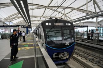 A Jakarta's Mass Rapid Transit (MRT) waits for passengers after it opened for the first time to the public on March 12, 2019. - The project, which is considered the first phase of the city's MRT line, is 16 kilometres long which stretches from the capital's landmark Hotel Indonesia roundabout in Central Jakarta to Lebak Bulus in South Jakarta. The MRT aims to reduce the current two hours travel time to just 30 minutes, the company's president director William Sabandar said. (Photo by BAY ISMOYO / AFP)
