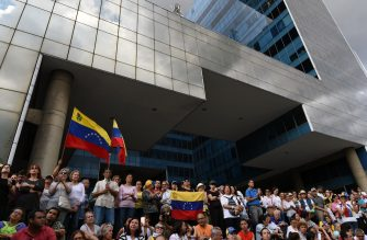 """Opponents of the government of Venezuelan President Nicolas Maduro take part in a protest in the fifth day of a crippling power blackout, in Caracas on March 12, 2019. - Venezuela braced for fresh protests called by opposition leader Juan Guaido, as the US moved to pull all remaining diplomatic staff from the crisis-wracked country. Venezuela's state prosecutor, Tarek William Saab, told reporters he would place Guaido under investigation for """"his alleged involvement in the sabotage of the Venezuelan electricity system,"""" which has been hit by a devastating multi-day blackout. (Photo by JUAN BARRETO / AFP)"""