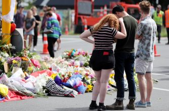 Residents pay their respects by placing flowers for the victims of the mosques attacks in Christchurch on March 16, 2019. - A right-wing extremist who filmed himself rampaging through two mosques in the quiet New Zealand city of Christchurch killing 49 worshippers appeared in court on a murder charge on March 16, 2019. (Photo by MICHAEL BRADLEY / AFP)