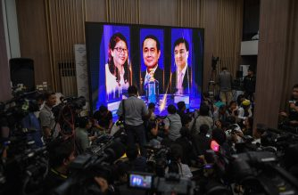 Journalists wait at Phalang Pracharat party headquarters in Bangkok on March 24, 2019 after polls closed in Thailand's general election. - Thailand's ruling junta took an unexpected lead in the polls with more than 90 percent of ballots counted, election officials said late March 24, putting it on course to return to power at the expense of the kingdom's pro-democraccy camp. (Photo by Lillian SUWANRUMPHA / AFP)