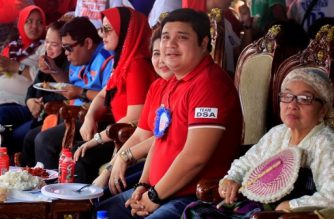 This photo taken on April 28, 2016 shows Shariff Aguak's mayoral candidate Sajid Ampatuan listening to speeches along with his mother Bai Laila Ampatuan (R) during a campaign rally in Shariff Aguak town, Maguindanao province, in the southern Philippine island of Mindanao. - Walking off stage after a rock star-like performance and rapturous crowd reaction, Sajid Ampatuan oozes confidence that he will be elected mayor of a southern Philippine town despite facing charges of mass murder. His father, former provincial governor Andal Ampatuan, allegedly ordered his sons and their armed followers to kill 58 people in November 2009 in an attempt to stop a rival's election challenge. (Photo by MARK NAVALES / AFP) / TO GO WITH AFP STORY PHILIPPINES-VOTE-LAW-CRIME,FOCUS BY FERDINANDH CABRERA