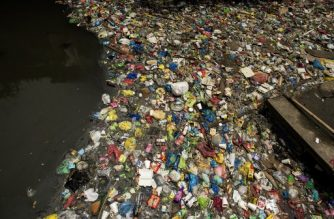"Garbage floats on a creek in Manila on September 22, 2017. - Giant Western consumer products brands led by Nestle, Unilever and Procter & Gamble cause serious ocean pollution by packaging products sold in the Philippines in cheap and disposable plastics, Greenpeace alleged on September 22. The environmental watchdog group ranked the Philippines as the ""third worst polluter into the world's oceans"" behind China and Indonesia in a report released in Manila. (Photo by NOEL CELIS / AFP)"