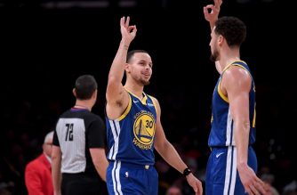 LOS ANGELES, CALIFORNIA - JANUARY 21: Stephen Curry #30 of the Golden State Warriors celebrates with Klay Thompson #11 during a 130-111 win over the Los Angeles Lakers at Staples Center on January 21, 2019 in Los Angeles, California. NOTE TO USER: User expressly acknowledges and agrees that, by downloading and or using this photograph, User is consenting to the terms and conditions of the Getty Images License Agreement.   Harry How/Getty Images/AFP