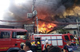 A raging fire can be seen here in a residential area in Bgy. Damayang Lagi in E. Rodriguez, Rizal on Wednesday afternoon, March 20, 2019.  (Photo by April Valencia, Eagle News Service correspondent)